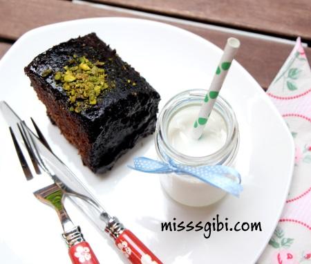 çikolata soslu ıslak kek